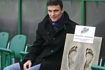 Ve čtvrtek 1. prosince dostal David Lafata dárek v podobě odlitku svých nohou k ligovému gólu číslo 100, který vstřelil minulý týden do sítě Slovanu Liberec.