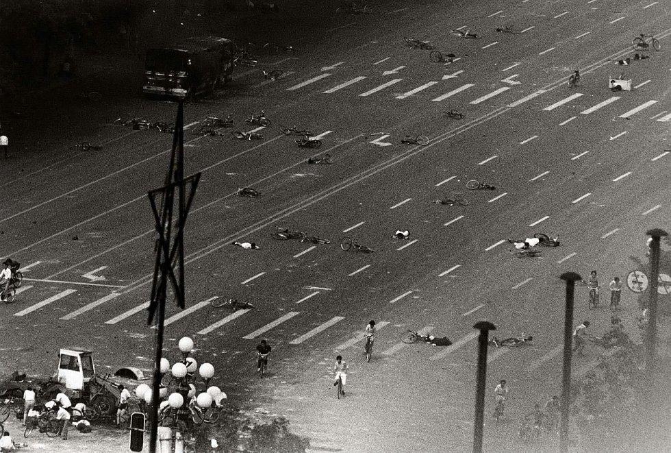 Mrtvá těla na náměstí Nebeského klidu