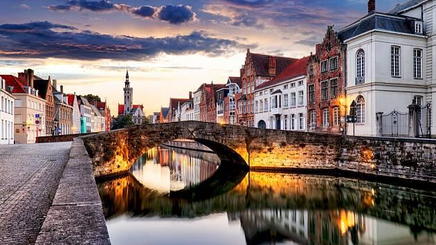 Turistickým lákadlem je i město Bruggy.