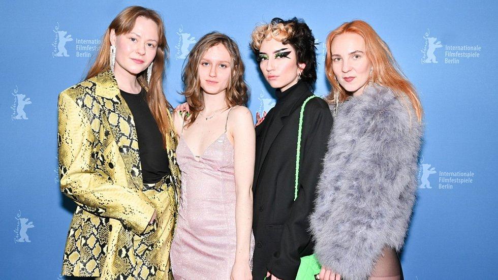 Lia Hietala, Sebastian, Amber Mastracci a Hannah Reinikainen na festivalu Berlinale
