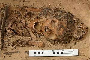 Archeologové našli kostru s homolovým kloboukem, odpovídajícím staroegyptským kresbám