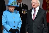 Britská královna Alžběta II. a irský prezident Michael Higgins.