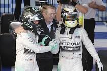 Nico Rosberg a Lewis Hamilton (vpravo)