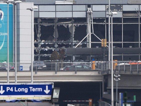 Exploze na bruselském letišti zabily nejméně jedenáct lidí.