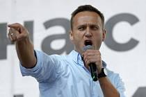 Lídr ruské opozice Alexej Navalnyj hovoří na demonstraci v Moskvě