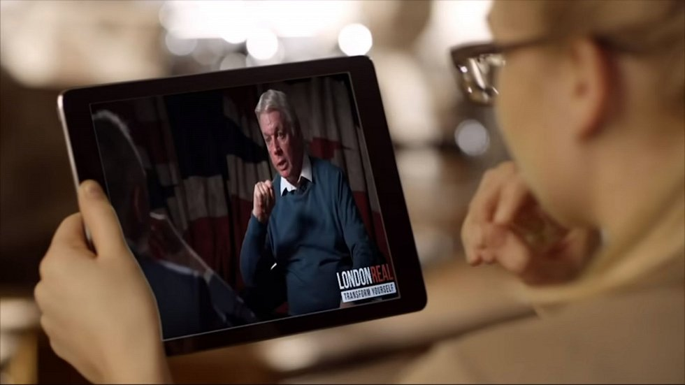 David Icke v jednom z videí, zkoumajících pravdivost jeho výroků