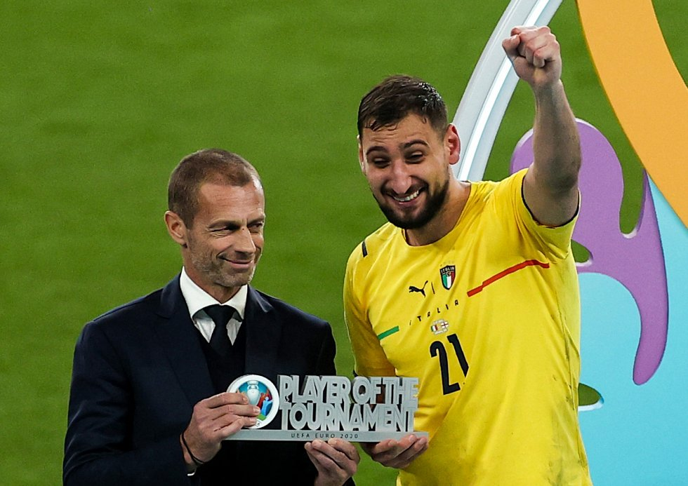 Finále mistrovství Evropy ve fotbale: Ocenění pro nejlepšího hráče turnaje obdržel italský gólman Gianluigi Donnarumma
