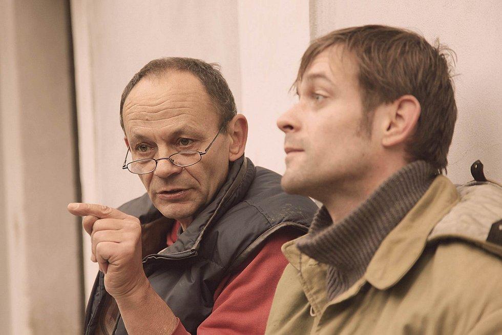 Thriller Záblesky chladné neděle. Na snímku režisér Ivan Pokorný s hercem Janem Plouharem.