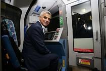 Úvodní jízdy ve vlaku, který vyrazil z jiholondýnské stanice Brixton, se zúčastnil i nový londýnský starosta Sadiq Khan.