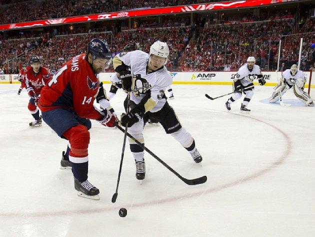 Hokejisté Washingtonu porazili v úvodním utkání 2. kola play off NHL Pittsburgh 4:3 v prodloužení a ujali se vedení v sérii 1:0.