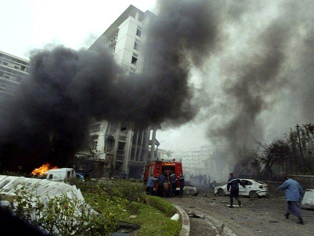 Série třinácti výbuchů otřásla ve čtvrtek během jedné hodiny indickým státem Ásám na severovýchodě země, při nichž zahynulo nejméně 48 osob.
