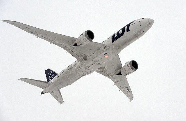 Na pražském Letišti Václava Havla 14. prosince poprvé přistál Boeing 787 Dreamliner, podle výrobce nejmodernější dopravní letadlo světa.