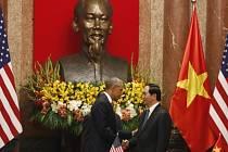Americký prezident Barack Obama a prezident Tran Dai Quang.