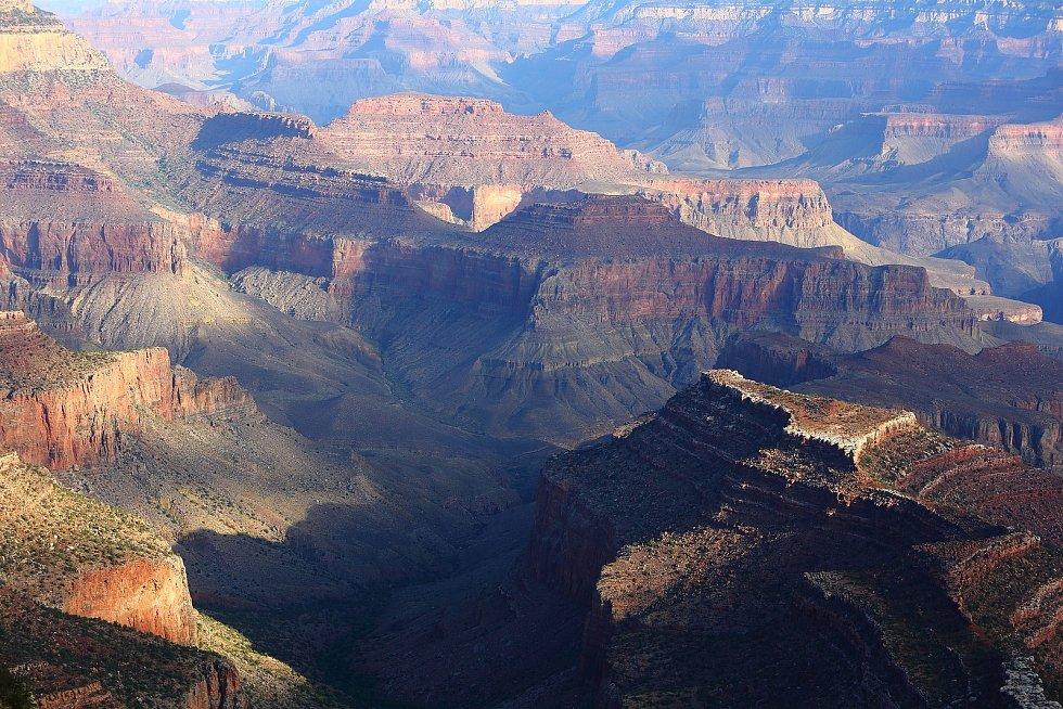 Grand Canyon. Dechberoucí americký národní park je i místem, kde se přepisovaly dějiny civilního letectví. Bohužel tragicky. Ve vzduchu nad Grand Canyonem se v roce 1956 srazila dvě civilné letadla plné cestujících. Zemřelo všech 128 lidí.