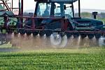 Život bez pesticidů. Tak o tom si zatím můžeme nechat jenom zdát, jak ukazují poslední zprávy ministerstev zemědělství a životního prostředí.