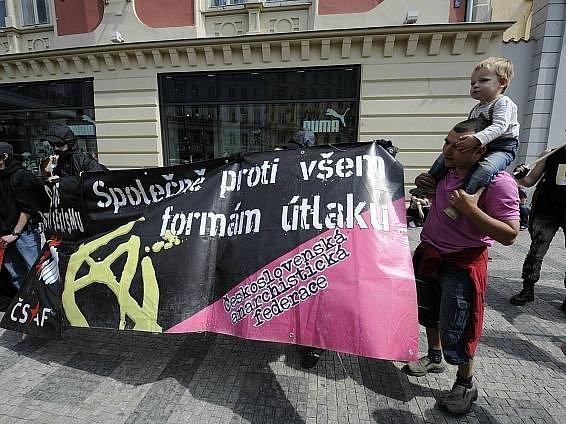 Na 200 anarchistů zamířilo 1. května na Střelecký ostrov v Praze.