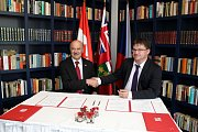 Ontarijský ministr pro výzkum, inovace a vědu Reza Moridi navštívil Prahu