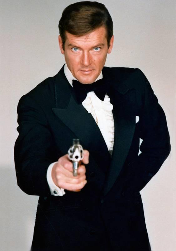 Roger Moore jako James Bond