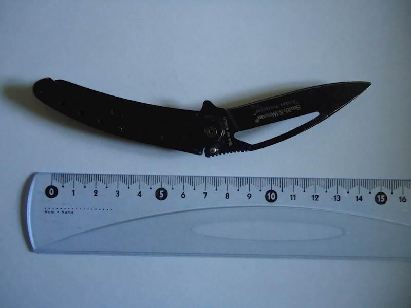 Celokovový zavírací nůž značky Smith & Wesson, Pocket Protector nabízí úřad ve Frýdku-Místku