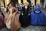 Natáčení se účastnilo několik desítek komparzistů v dobových kostýmech.
