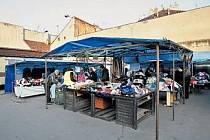 Tržnice v Ostrovského ulici na Smíchově má být podobně jako jiné zrušena na konci letošního roku.