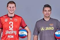 Volejbalisté Radek Mach (vlevo) a Aleš Správka.