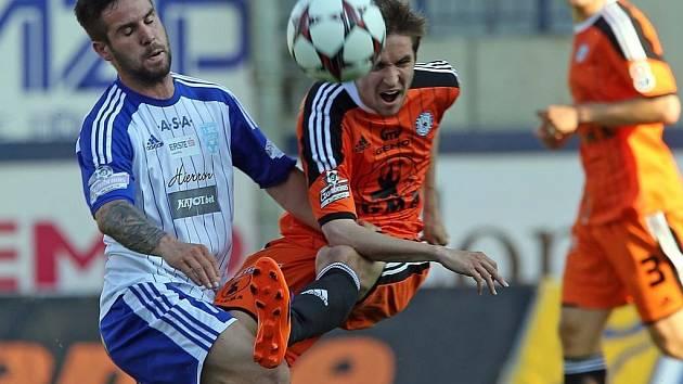 Nejblíž do druhé ligy mají zatím fotbalisté Olomouce a Znojma. Sestoupí, nebo přenechají Černého Petra někomu jinému?