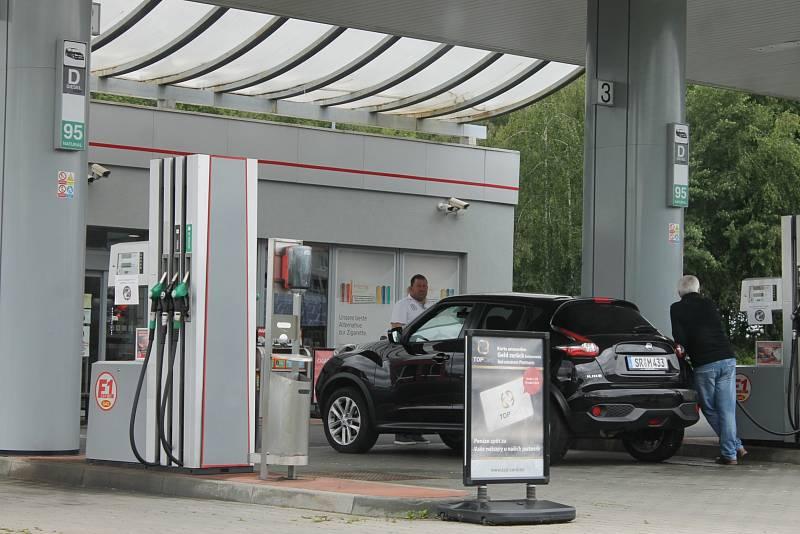 Ceny pohonných hmot letí vzhůru a další zdražování nelze vyloučit ani v příštích týdnech. Může za to zvýšená poptávka po ropě, a to nejen kvůli rozjezdu ekonomik po pandemii, ale také nedostatek zemního plynu z Ruska.
