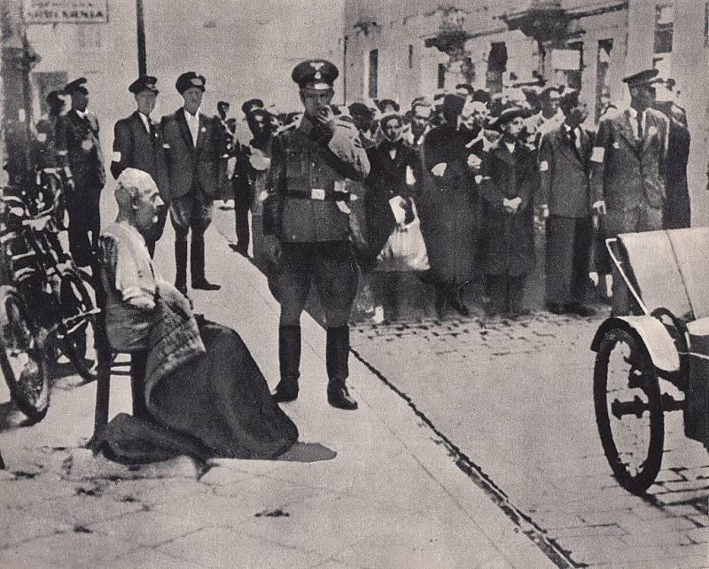 """Tzv. """"velká akce"""" (Grossaktion Warschau): vyklizení varšavského ghetta a transport do koncentračních táborů v roce 1942"""