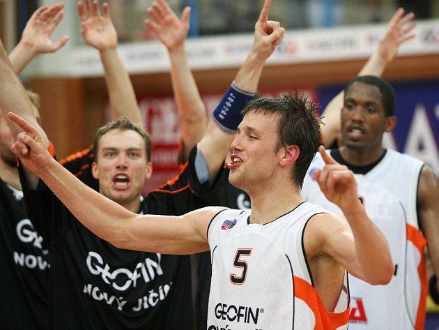 RADOST. Basketbalisté Geofinu Nový Jičín si zahrají finále Mattoni NBL.