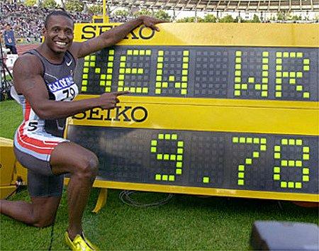 Tim Montgomery v dobách největší slávy, kdy byl nejrychlejším běžcem planety.