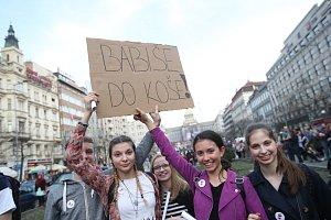 Demonstrace Andreji Babišovi na Václavském náměstí