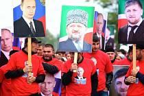 Desetitisíce lidí slavily v ulicích narozeniny prezidenta Putina.