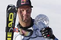 Aksel Lund Svindal s glóbem za celkové hodnocení v super-G.