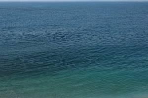 Vodní hladina. Ilustrační snímek