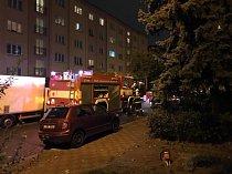Pražští hasiči zasahují u spadaných větví po silném větru.
