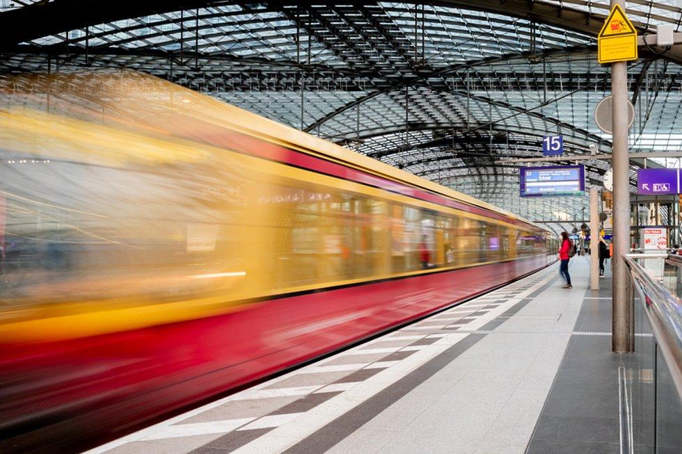 Vlak na nádraží v Berlíně.