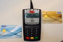 Česká spořitelna začne od 3. října vydávat bezkontaktní karty, které umožní platby do 500 Kč bez zadání bezpečnostního kódu.