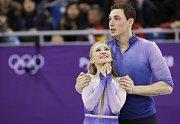 Aliona Savchenková a Bruno Massot se radují z olympijského triumfu.