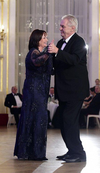 Prezident Miloš Zeman s manželkou Ivanou při tanci.