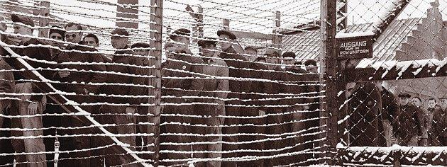 Jakkoli to podle snímku úplně nevypadá, v kanadských zajateckých táborech panoval mírný režim. Když policie přivedla poslední dva uprchlé vězně, velitel tábora jim k jejich akci pogratuloval