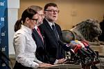Jednání poslanecké sněmovny o důvěře vlády Andreje Babiše. Zleva Udženija, Petr Fiala, Zbyněk Stanjura.