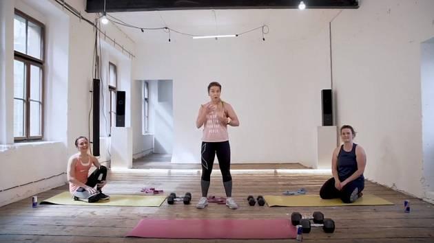 V šesté lekci funkčního tréninku se trenérka Lu Gregorová zaměří na horní část těla.
