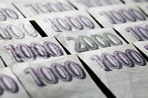 Peníze, měna, bankovky, česká koruna - ilustrační foto.