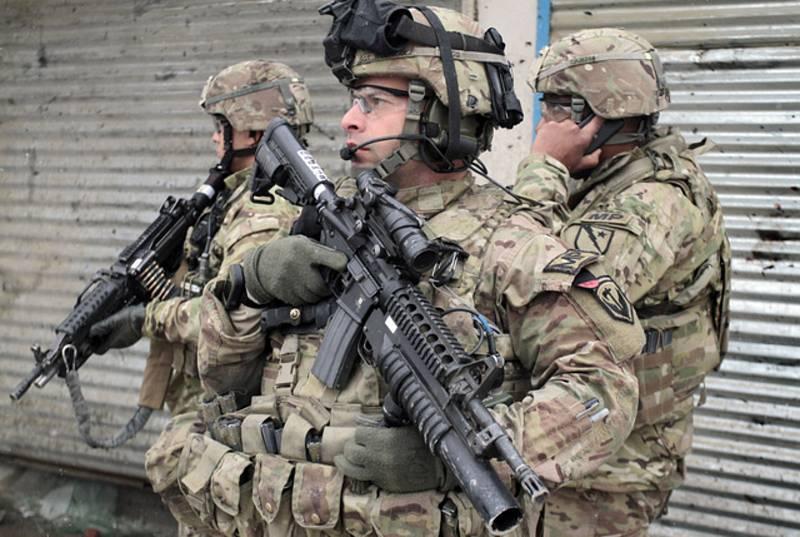 Příslušníci americké armády hlídkují v hlavním městě Afghánistánu Kábulu. Ilustrační snímek