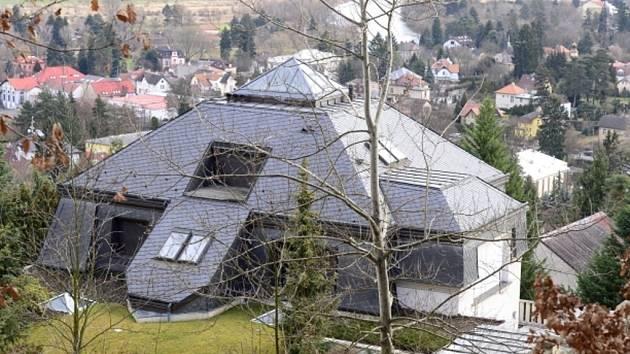 Vila uprchlého podnikatele Radovana Krejčíře v Černošicích u Prahy na snímku z 10. ledna.
