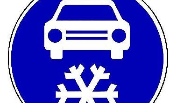Začátek úseku, kde budou řidiči povinni používat zimní pneumatiky