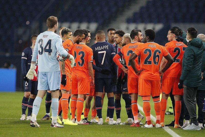 Zápas PSG vs. Basaksehir skončil roztržkou u laviček... Důvod? Slovíčko negru.