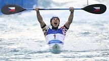 Jiří Prskavec se raduje z olympijského triumfu v Tokiu.
