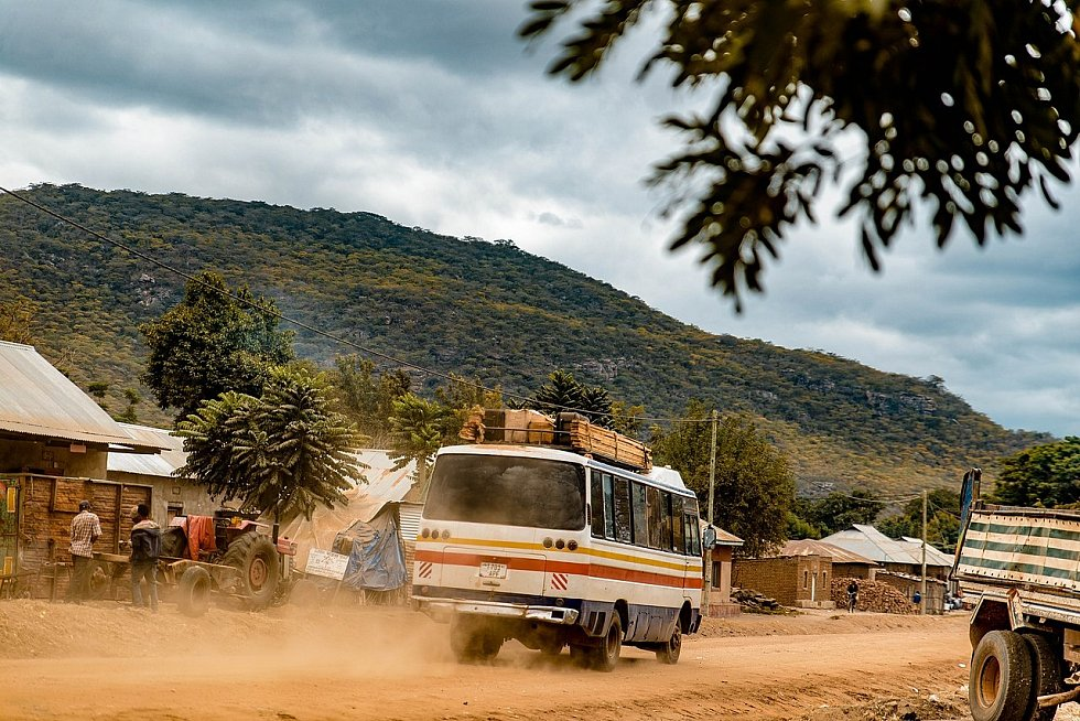 Kondoa ve střední Tanzánii stále ještě připomíná divočinu, pohyb je možný jen po prašných cestách